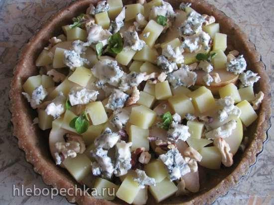 Киш с грушей, голубым сыром и орехами