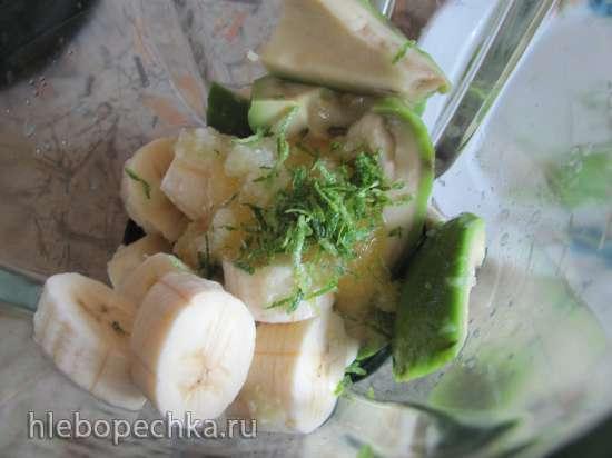 Смузи авокадо-банан с соком лайма