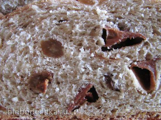 Хлеб-мюсли из цельнозерновой муки с яблочной сушкой, фундуком и изюмом на закваске