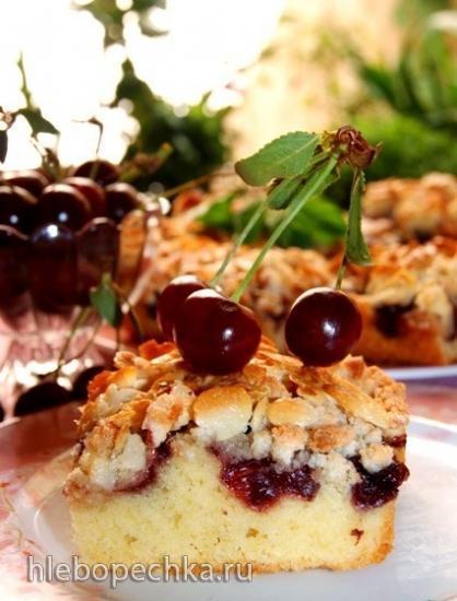 Вишневый пирог с миндальным топпингом
