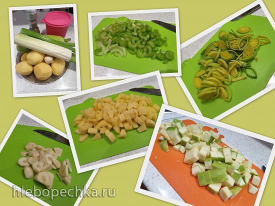 Суп-пюре из картофеля, сельдерея и кабачков с базиликом