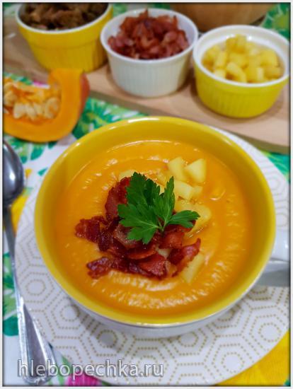Суп-пюре из тыквы с беконом и яблоком