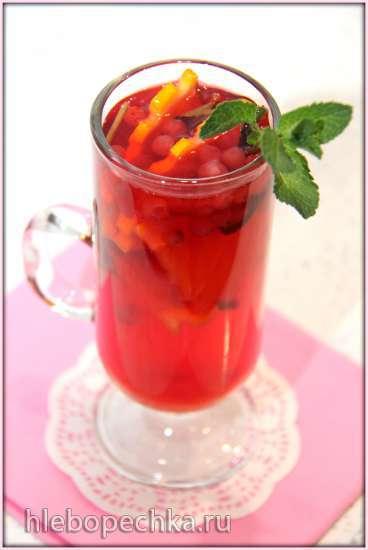 Бруснично-медовый горячий лимонад