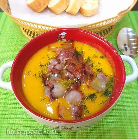 Тыквенный суп с фисташками и беконом