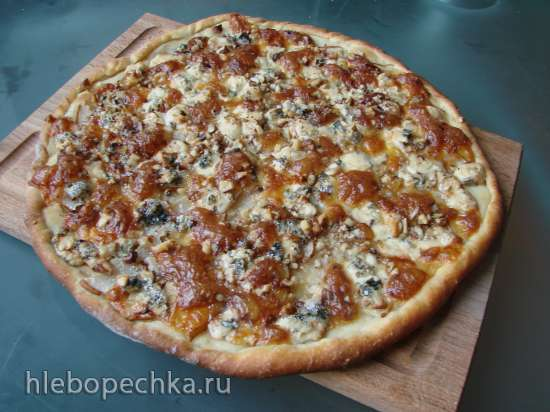 Пицца с грушей и горгонзолой