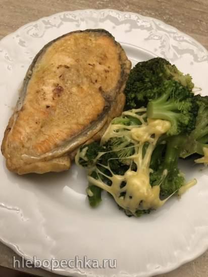 Лосось в кляре и брокколи с сыром (лентяйский способ)