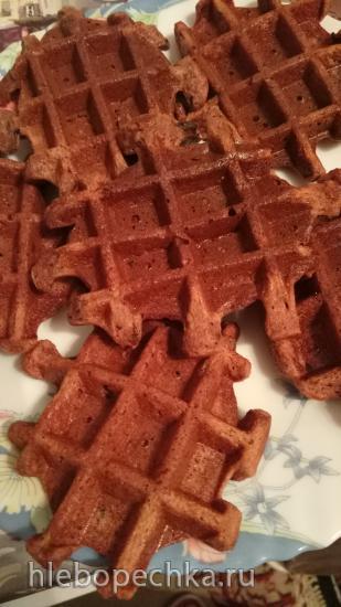 Полезные творожно-шоколадные толстые вафли с черносливом и безкрахмальной мукой