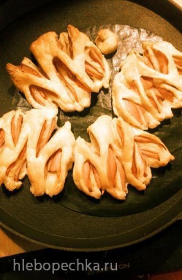 Булочки с варёной колбасой или ветчиной