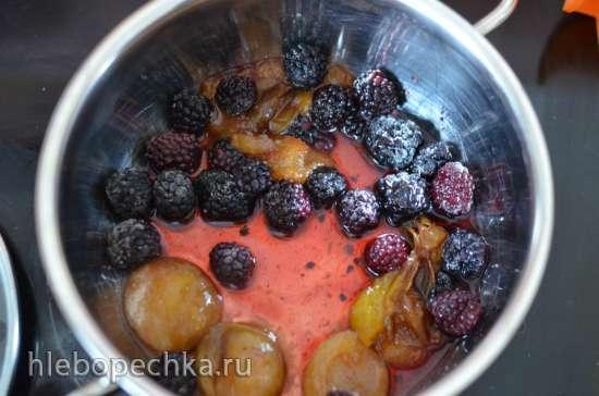 Сливово-ежевичное мороженое с кусочками ягод