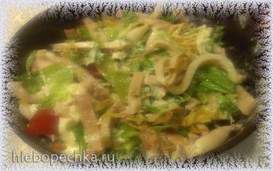 Салат с кальмаром и филе птицы