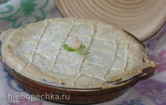 Пирог с ревенем под белковым суфле