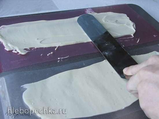 Декор из белого шоколада: хризантема и бортики для торта