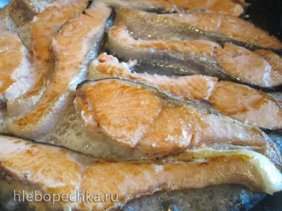 Красная рыба, запеченная в шампанском