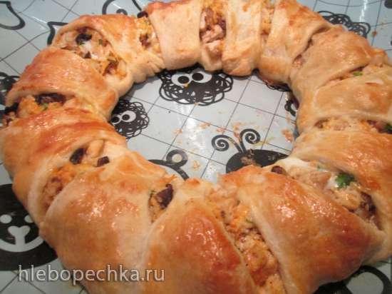 Закусочный пирог - кольцо  с курицей и грибами