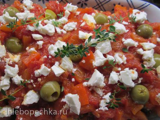 Запеченные с помидорами и фетой баклажаны