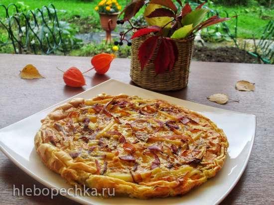 Пирог-запеканка с картофелем, беконом и красным луком