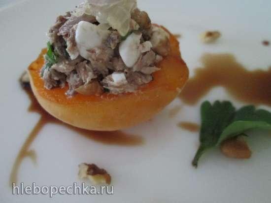 Мусс из тунца на абрикосах