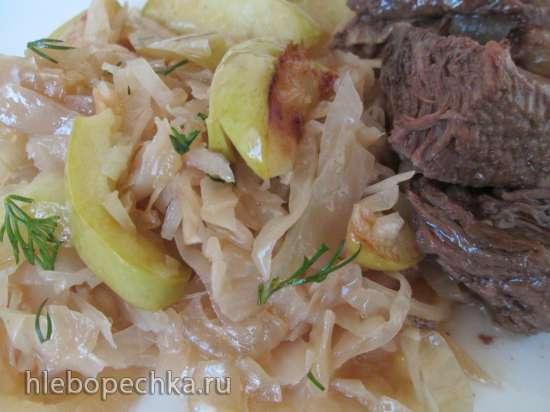 Тушеная капуста с яблоками по-баварски