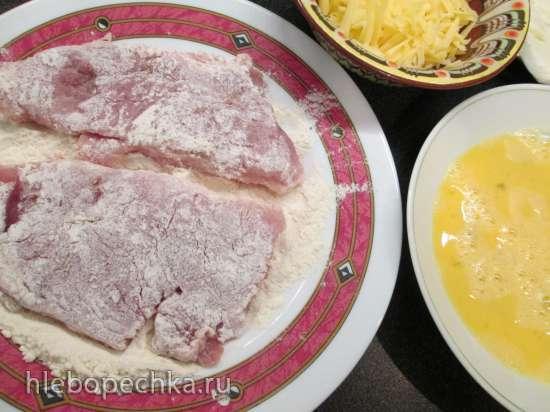 Свиные отбивные, запеченные с двумя сырами