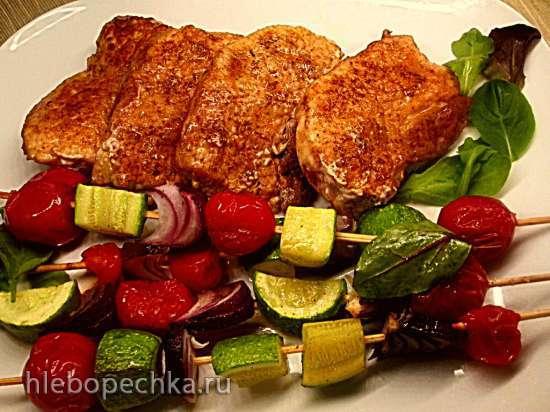 Телячьи отбивные с овощными шашлычками