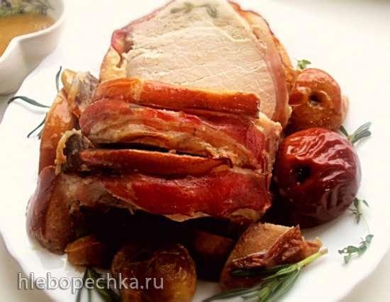 Свиная корейка, запеченная с айвой и яблоками