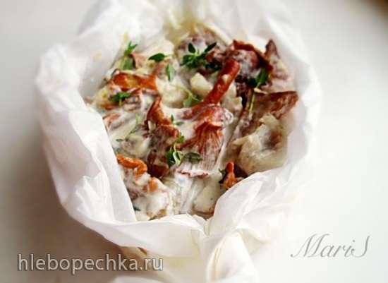 Белая рыба, запеченная в соусе с лисичками