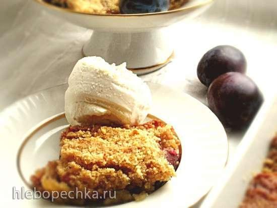 Пирог-крамбл из фундука и слив