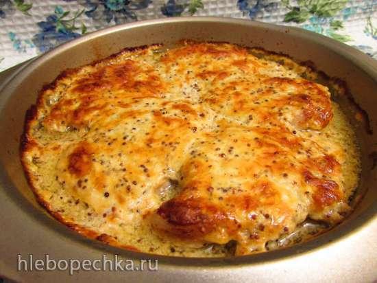 Стейки из свиной корейки, запечённые в сметанной заливке с горчицей и сыром