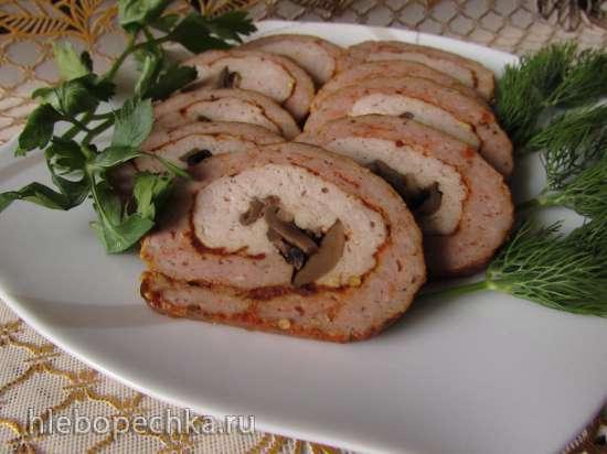 Рулет из свинины и курицы в специях с грибами