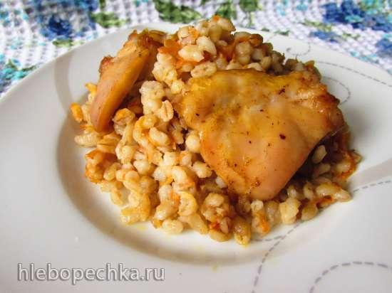Перловка, запечённая с курицей в духовке