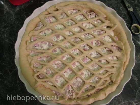 Дрожжевой пирог с ветчиной и творожным сыром