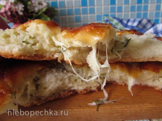 Лепёшка с моцареллой, чесноком и зеленью