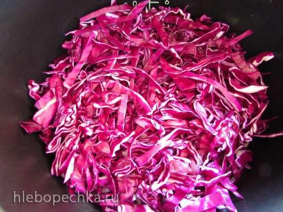 Краснокочанная капуста, тушёная со свининой в Redmond М-70