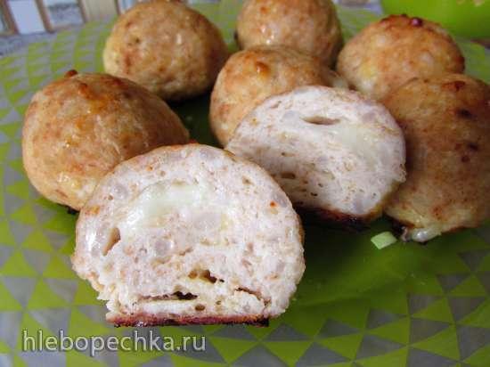 Курино-рисово-сырные шарики с моцареллой (в форме для изготовления шариков)