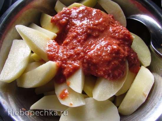 Ароматный картофель, запечённый в помидорном маринаде