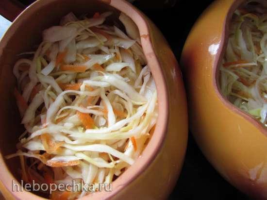 Свинина, запечённая с репой и квашеной капустой в горшочках