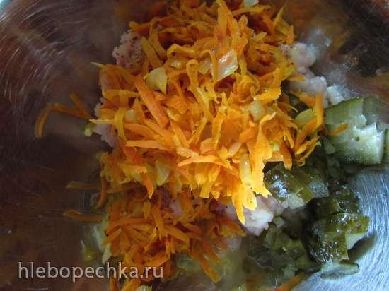 Куриные тефтели с солёными огурцами в густом пикантно-овощном соусе