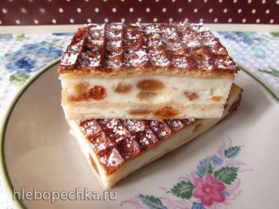Творожный пирог-запеканка с яблоком и изюмом в вафельных коржах