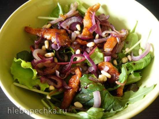 Салат с обжаренной курочкой и луком под гранатовым соусом