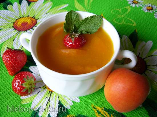Десертный холодный суп с абрикосами и клубникой