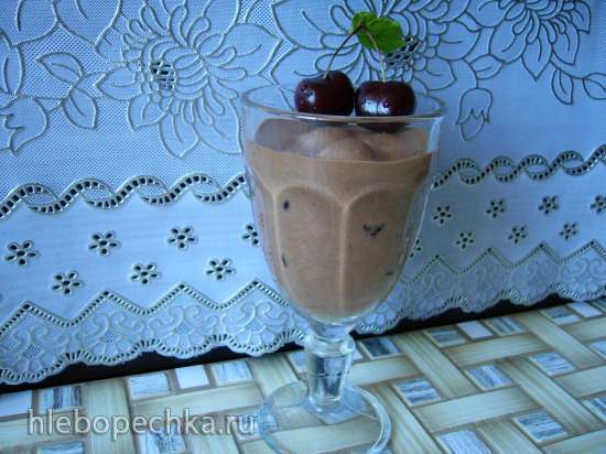 Шоколадно-банановый мусс с черешней