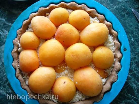 Тарт из гречневой муки с абрикосами и  штрейзелем с творогом