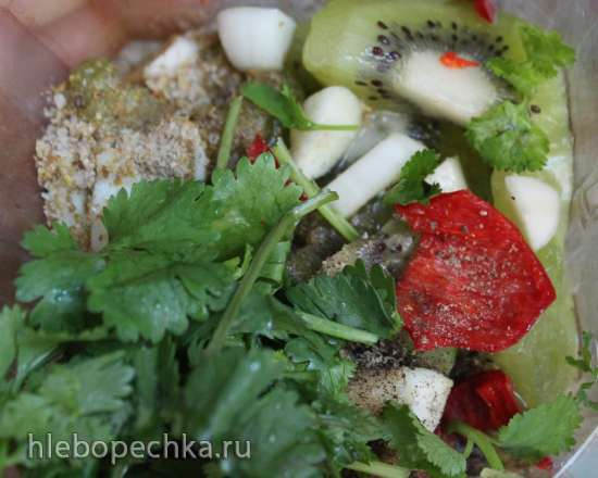 Филе индейки, запеченное в рукаве с соусом из киви