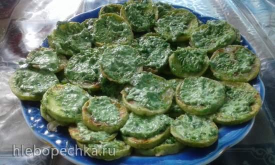 Чесночная паста, или Зелёная витаминная заправка, или Куда еще пристроить стрелки от чеснока