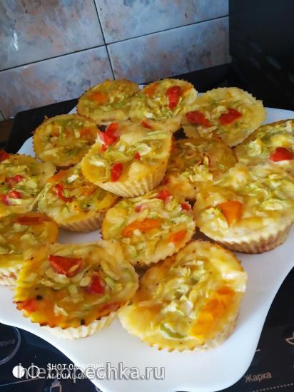 Кабачковые маффины с помидором и твердым сыром