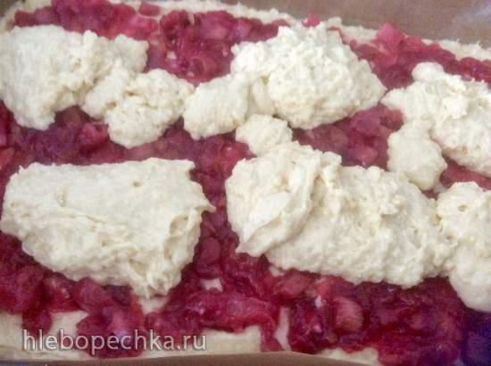 Пирог с ревенем, клубникой, малиной, вишней