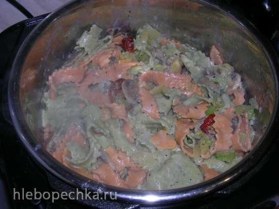 Паста (вариант с томатной пастой и шпинатом)