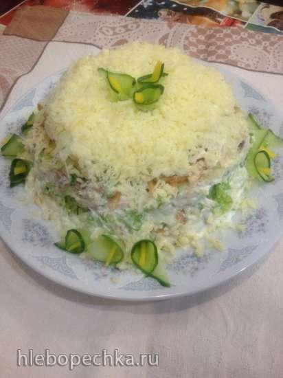 Салат с копченой скумбрией и айвой