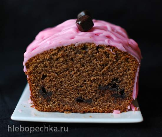 Кекс с черемуховой мукой и мармеладом в шоколаде