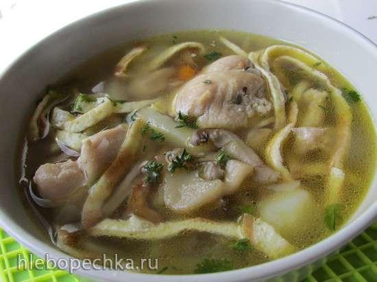 Суп куриный с вешенками и яичной лапшой